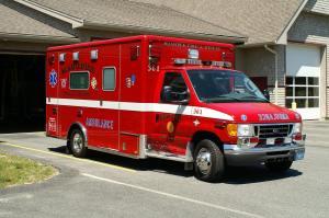 Mashpee_Mass__Ambulance_363_-_2007_Ford_E-450_Horton